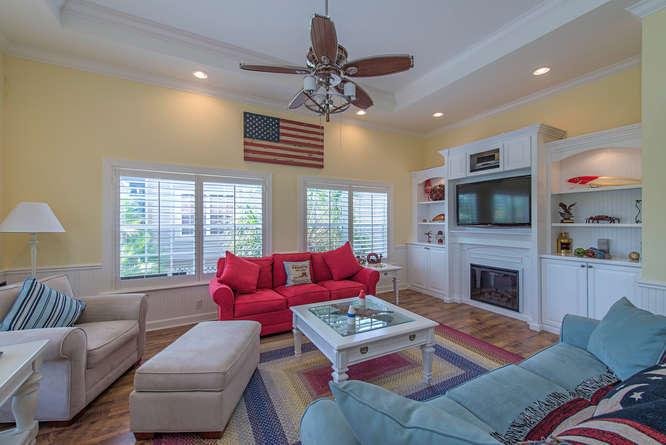 301 S Storter Avenue-small-003-Living Room-666x445-72dpi